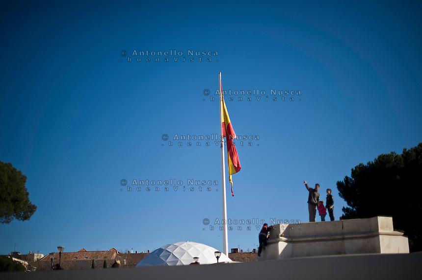 La bandiera spagnola in Plaza de Colon a Madrid