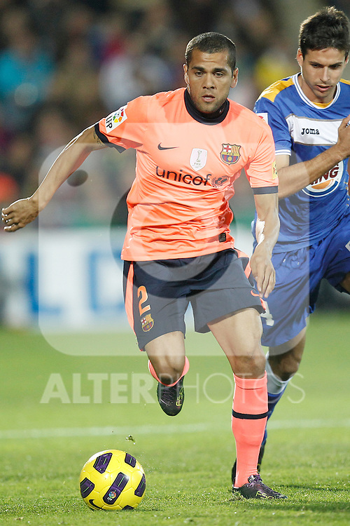 GETAFE, Madrid (07/11/2010).- Spanish League match Getafe vs Barcelona. FC Barcelona's Daniel Alves and Getafe's Manu del Moral...Photo: Cesar Cebolla / ALFAQUI