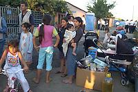 Roma, 27 Luglio 2009.Sgombero comunità rom che viveva in case di muratura sotto l'Autostrada Roma-L'Aquila.Eviction of Roma who live in brick houses