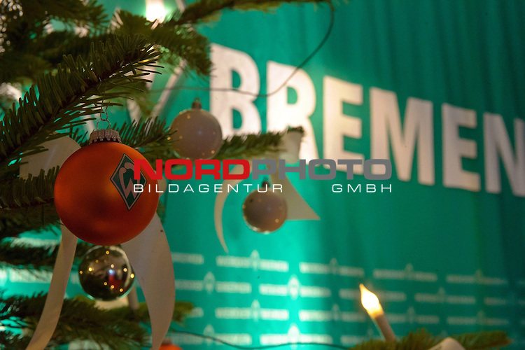 12.12.2010, Hudson, Bremen, GER, Weihnachtsfeier Werder Bremen, im Bild Weihnachtskugel Werder Bremen    Foto © nph / Kokenge