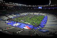 Il campo di calcio dello Stade de France invaso dagli spettatori dopo che, all'esterno.durante l'incontro di calcio  Francia Germania,  kamikaze terroristi presunti appartenenti all'IS Islamic state si sono fatti esplodere. <br /> Altri attacchi terroristici contemporanei a Parigi hanno provocato piu' di 100 morti .<br /> Foto JB Autissier / Panoramic / Insidefoto