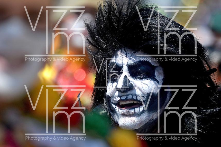 BARRANQUILLA-COLOMBIA- 25-02-2017: Desfile de la Batalla de flores den carnaval 2017. Carnaval de Barranquilla 2017 invita a todos los colombianos a contagiarse del Jolgorio general de una de las festividades más importantes del país y que se lleva a cabo del 9 hasta el 28 de febrero de 2016. / Batalla de Flores parade of the Carnaval 2017. Carnaval de Barranquilla 2017 invites all Colombians to catch the general reverly that make it one of the most important festivals of the country and take place until February 28, 2017.  Photo: VizzorImage / Alfonso Cervantes / Cont