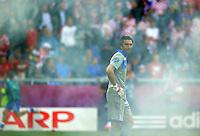 FUSSBALL  EUROPAMEISTERSCHAFT 2012   VORRUNDE Italien - Kroatien                    14.06.2012 Torwart Gianluigi Buffon (Italien) im Nebel der Pyrotechnik