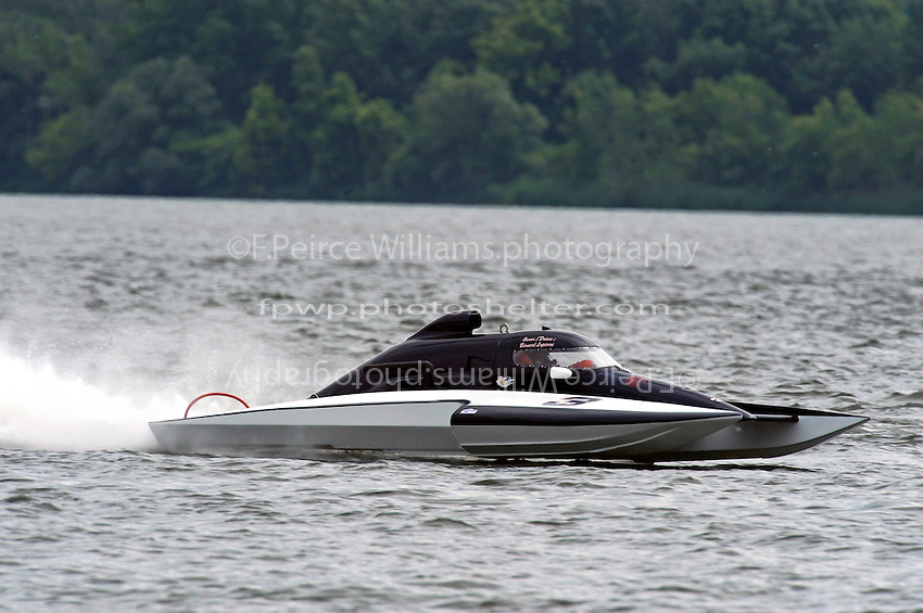 E-3, 5 Litre Stock class hydroplane.Syracuse Hydrofest, Onondaga Lake, Syracuse, NY.20/21 June, 2009, Dayton, OH USA..©F. Peirce Williams 2009 USA.F.Peirce Williams.photography.ref: RAW (.NEF) File Available