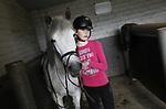 Foto: VidiPhoto<br /> <br /> OPHEUSDEN – Meisjes krijgen paardrijlessen bij stal 't Nijland in Opheusden.