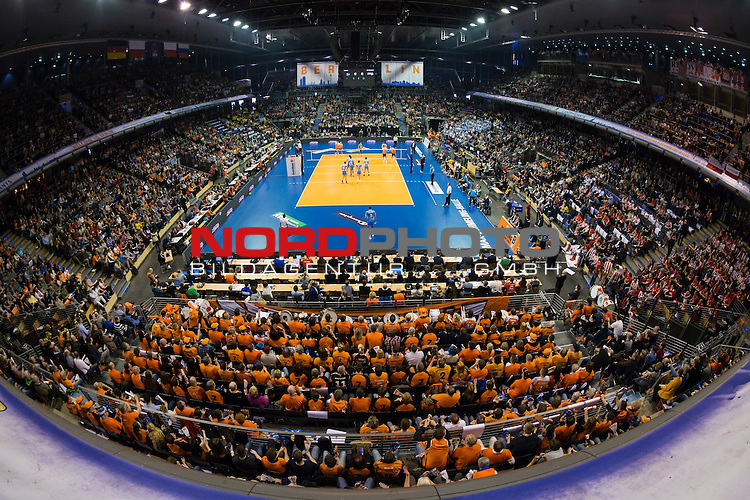 28.03.2015, Max Schmeling Halle, Berlin<br /> Volleyball, 2015 CEV Volleyball Champions League, Final Four, Halbfinale, BR Volleys (GER) vs. Zenit Kazan (RUS)<br /> <br /> †bersicht / Uebersicht Max Schmeling Halle Berlin / Feature Zuschauer<br /> <br />   Foto &copy; nordphoto / Kurth