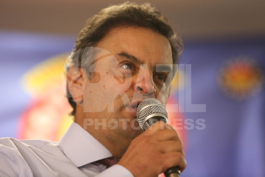 SAO PAULO, SP, 05.04.2014 - AECIO NEVES - Aecio Neves pre candidato a presidencia da Republica pelo PSDB apresenta propostas ao lado de Paulinho da Força da Força Sindical no Sindicato Nacional dos Aposentados, Pensionistas e idosos da Força Sindical no centro de Sao Paulo nesta segunda-feira. (Foto: William Volcov / Brazil Photo Press).