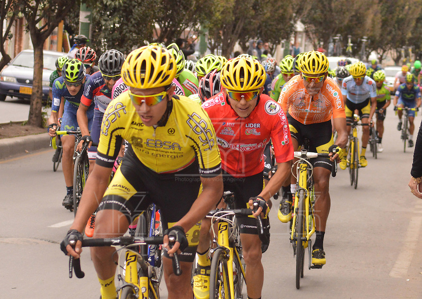 BOYACA - COLOMBIA: 11-09-2016. Aspecto del lote de ciclistas durante la última etapa de la 38 versión de la vuelta Ciclista a Boyaca 2016 que se corre entre  Sora y Tunja. La prueba se corre entre el  7 y el 11 septiembre de 2016./ Aspect of the cyclists' peloton during the last stage of the Vuelta a Boyaca 2016 that took place between village of Sora and Tunja city. The race is held between 7 and 11 of September of 2016 . Photo:  VizzorImage/ José Miguel Palencia / Liga Ciclismo de Boyaca