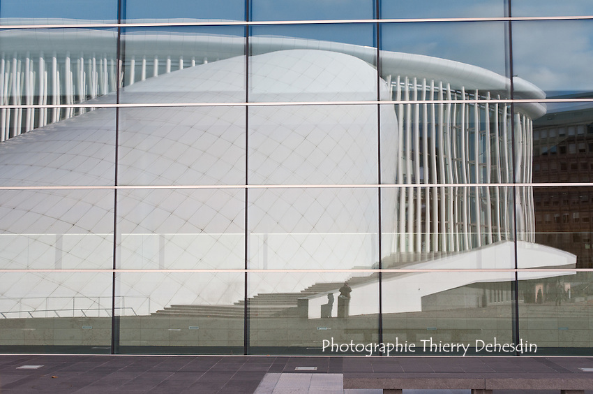 A reflexion of the Luxembourg Philharmonie on the new Kirchberg conference center