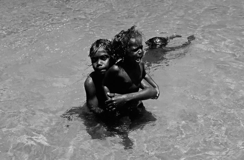 ABORIGINAL CHILDREN IN ARNHEM LAND BORDER KAKADU NATIONAL PARK