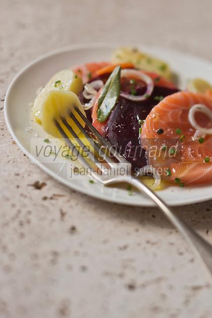 Salade de pommes de terre  saumon fumé et betterave - recette de Christian Constant EXCLU: EDITION LIVRE CUISINE DU SUD-OUEST