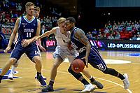 GRONINGEN - Basketbal, Donar - Weert, Dutch Baketball League, seizoen 2018-2019, 07-10-2018, Donar speler Jordan Callahan met Weert speler Robin van Heukelom