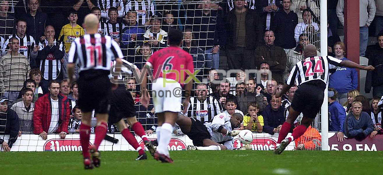 Pix: Chris Whiteoak/SWpix.com. Football. Coca Cola League 2. Grimsby Town v Swansea, 30/10/2004...COPYRIGHT PICTURE>>SIMON WILKINSON>>01943 608782>>..Swansea's keeper Willy Gueret saves Grimsby's Dean Gordan's penalty