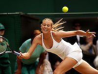 29-06-2004, London, tennis, Wimbledon, Sharapova in actie tegen Sugiyama