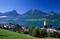 Austria, Upper Austria, Salzkammergut, view across St. Wolfgang at Lake Wolfgang with pilgrimage church St. Wolfgang