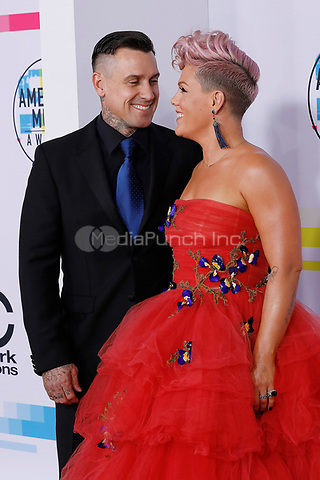 LOS ANGELES, CA - NOVEMBER 19: Pink and Carey Hart attend the 2017 American Music Awards at Microsoft Theater on November 19, 2017 in Los Angeles, California, USA Credit: John Rasimus/MediaPunch ***FRANCE, SWEDEN, NORWAY, DENARK, FINLAND, USA, CZECH REPUBLIC, SOUTH AMERICA ONLY***