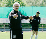 Fussball INTERNATIONAL EURO 2004 Nationalmannschaft ; DFB ; Deutschland, FOTOTERMIN    Teamchef Rudi Vueller