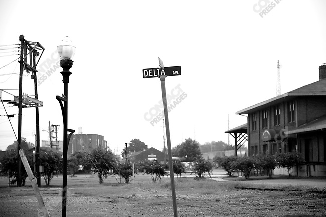 """Delta Avenue in Clarksdale, a town that has been historically described as """"Ground Zero"""" for blues aficionados, Mississippi, USA, September 2007"""