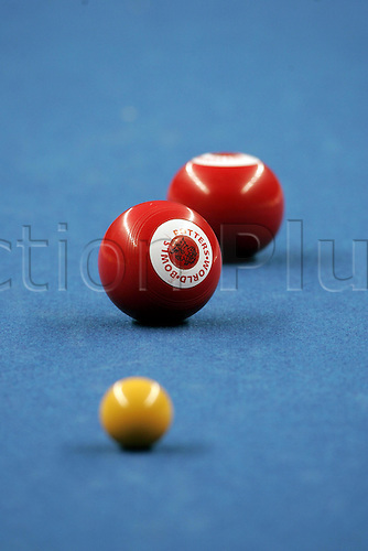 11 January 2005: Close up view of bowls and jack during the third round at the Potters Holidays World Indoor Singles Bowls Championship played at Potters Leisure Resort, Hopton on Sea, Norfolk. Photo: Neil Tingle/Action Plus..050111 bowls bowling close-up detail ident idents equipment
