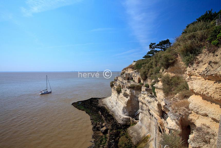 France, Charente-Maritime (17), estuaire de la Gironde, Meschers-sur-Gironde, les grottes de Régulus // France, Charente Maritime, estuary of the Gironde, Meschers sur Gironde, the caves of Regulus