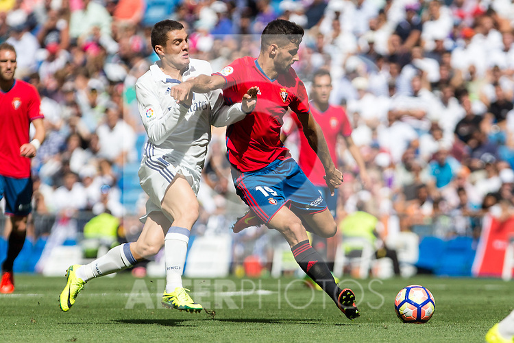 Real Madrid's Mateo Kovacic and Club Atletico Osasuna's Kenan Kodro during the match of La Liga between Real Madrid and Club Atletico Osasuna at Santiago Bernabeu Estadium in Madrid. September 10, 2016. (ALTERPHOTOS/Rodrigo Jimenez)