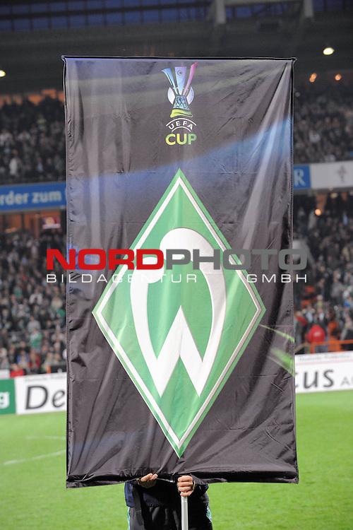 UEFA CUP 2008/2009<br /> Viertelfinale 1/4 Weserstadion 09.04.2009<br /> Werder Bremen (GER) - Udinese Calcio (ITA) 3:1 ( 1:0 )<br /> <br /> Einmarsch der Banner mit UEFA Logo und Werder Raute<br /> <br /> <br /> Foto &copy; nph (  nordphoto  )