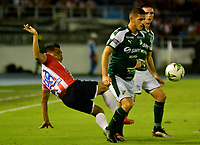 BARRANQUILLA-COLOMBIA, 02-06-2019: Teófilo Gutíerrez de Atlético Junior y Francisco Dilorenzi de Deportivo Cali disputan el balón, durante partido entre Atlético Junior y Deportivo Cali, de la fecha 5 de los cuadrangulares semifinales por la Liga Águila I 2019,  jugado en el estadio Metropolitano Roberto Meléndez de la ciudad de Barranquilla. / Teofilo Gutierrez of Atletico Junior and Francisco Dilorenzi of Deportivo Cali figth for the ball, during a match between Atletico Junior and Deportivo Cali, of the 5th date of the semifinals quarters for the Aguila Leguaje I 2019  played at the Metropolitano Roberto Melendez Stadium in Barranquilla city, Photo: VizzorImage / Alfonso Cervantes / Cont.