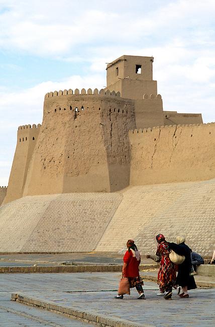 UZBEKISTAN, KHIVA, OLD TOWN WALL, KUNYA-ARK FORTRESS