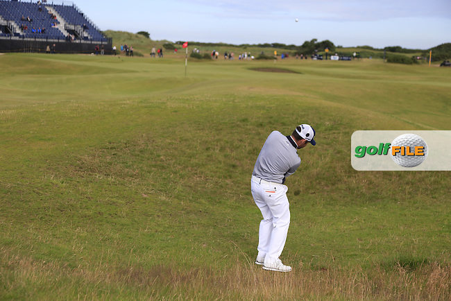 Louis Oosthuizen (RSA) chips onto the 13th green during Sunday's Round 3 of the 144th Open Championship, St Andrews Old Course, St Andrews, Fife, Scotland. 19/07/2015.<br /> Picture Eoin Clarke, www.golffile.ie