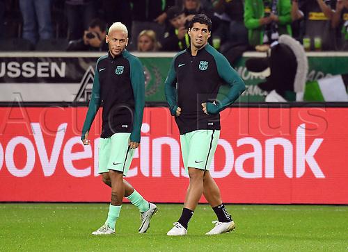 28.09.2016. Moenchengladbach, Germany. UEFA Champions league football. Borussia Moenchengladbach versus FC Barcelona.  Neymar (FC Barcelona), Luis Suarez (FC Barcelona)warm up pregame