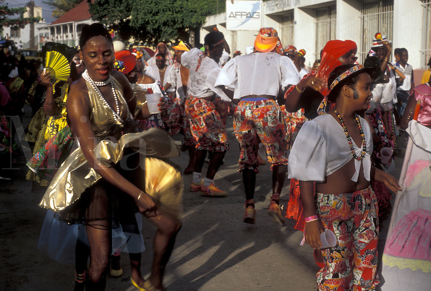 AJ2416, Caribbean, St. Martin, carnival, Caribbean Islands, Local black people wear colorful costumes in a parade during the carnival in Marigot the French capital of the island of Saint Martin (french part).