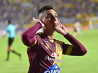 IBAGUÉ - COLOMBIA, 27-03-2019: Alex Castro del Tolima celebra después de anotar el primer gol de su equipo partido por la fecha 13 de la Liga Águila I 2019 entre Deportes Tolima y Atlético Nacional jugado en el estadio Manuel Murillo Toro de la ciudad de Ibagué. / Alex Castro of Tolima celebrates after scoring the first goal of his team during match for the date 13 as part of Aguila League I 2019 between Deportes Tolima and Atletico Nacional played at Manuel Murillo Toro stadium in Ibague. Photo: VizzorImage / Juan Carlos Escobar / Cont