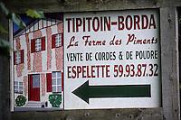 Europe/France/Aquitaine/64/Pyrénées-Atlantiques/Espelette: Détail du panneau d'une ferme vendant des piments