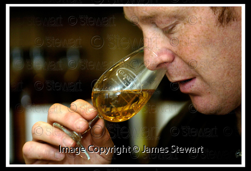 22/09/2006       Copyright Pic: James Stewart.File Name :sct_jspa04_glengoyne.ROBBIE HUGHES, DISTILLERY MANAGER, GLENGOYNE DISTILLERY, DUMGOYNE, IN THE BLENDING ROOM....Payments to :.James Stewart Photo Agency 19 Carronlea Drive, Falkirk. FK2 8DN      Vat Reg No. 607 6932 25.Office     : +44 (0)1324 570906     .Mobile   : +44 (0)7721 416997.Fax         : +44 (0)1324 570906.E-mail  :  jim@jspa.co.uk.If you require further information then contact Jim Stewart on any of the numbers above.........
