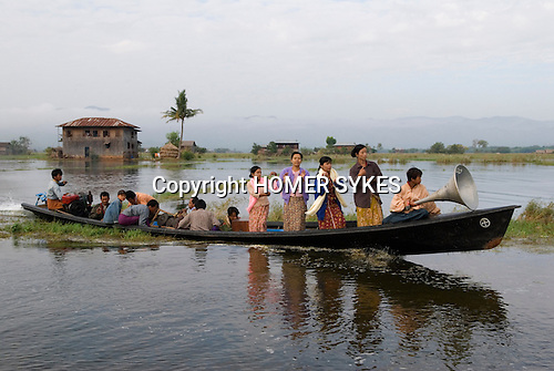 Women dance on the way to a dedication ceremony in the  Ye Tha monastery.Inle lake. Myanmar (Burma.) 2006
