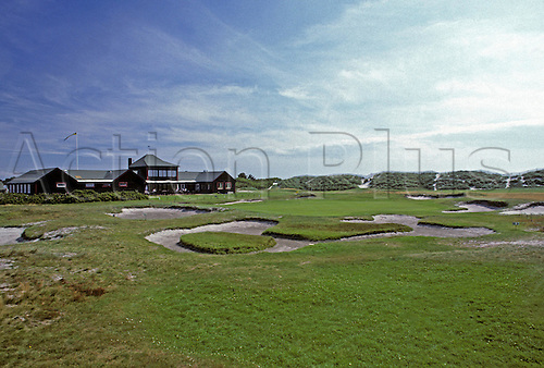 View of the 7th green surrounded by bunkers at Falsterbo Golf Club, Fyvagen, Sweden. Photo: Brian Morgan/actionplus.. .course courses general view views scene scenery spectacular clubs landscape venue Swedish 035 seventh bunker sand trap traps