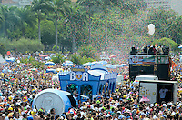 RIO DE JANEIRO, 20 DE FEVEREIRO DE 2012 - Bloco Sargento Pimenta - Desfile do Bloco Sargento Pimenta, que toca versões carnavalescas das músicas dos Beatles. O desfile acontece no Aterro do Flamengo, zona sul do Rio de Janeiro. Esse é o segundo ano do bloco que em 2011, foi a surpresa do carnaval de rua carioca. (Foto de Mauro Pimentel/Brazil Photo Press)