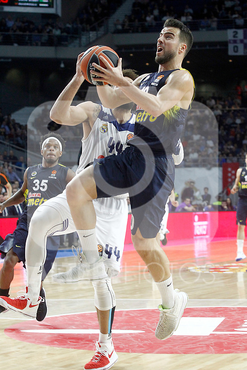 Real Madrid's Jeffery Taylor (l) and Fenerbahce Istambul's Melih Mahmutoglu during Euroleague, Regular Season, Round 29 match. March 31, 2017. (ALTERPHOTOS/Acero)
