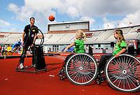 De Open Dag is hét evenement van het jaar voor de Johan Cruyff Foundation. Sportdag in het Olympisch stadion voor kinderen mét en zonder handicap. Bal werpen