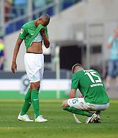 FUSSBALL   1. BUNDESLIGA   SAISON 2011/2012    8. SPIELTAG Hannover 96 - SV Werder Bremen                             02.10.2011 NALDO (li) und Sebastian PROEDL (re, beide Werder Bremen) sind nach dem Abpfiff enttaeuscht