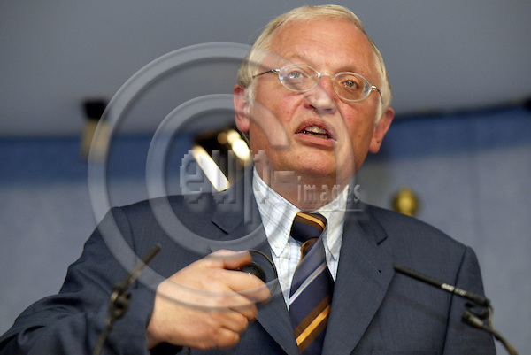 Belgium-- Brussels---Commission  09.07.2003.Guenter VERHEUGEN , Kommissar fuer die Erweiterung / Commissioner for Enlargement..PHOTO: EUP-IMAGES.COM / ANNA-MARIA ROMANELLI