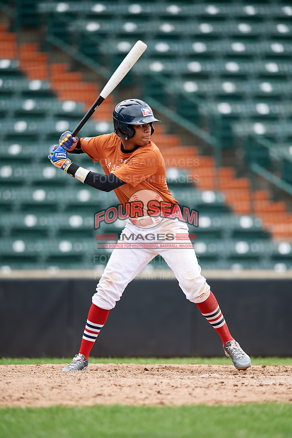 Yeison Lemos (7) at bat during the Dominican Prospect League Elite Underclass International Series, powered by Baseball Factory, on July 21, 2018 at Schaumburg Boomers Stadium in Schaumburg, Illinois.  (Mike Janes/Four Seam Images)