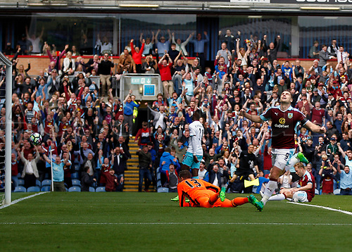 May 21st 2017, Turf Moor, Burnley,  England; EPL Premier league football, Burnley versus West Ham United;  Sam Vokes of Burnley celebrates scoring past Adrian of West Ham United in the 23rd minute to make it 1-0