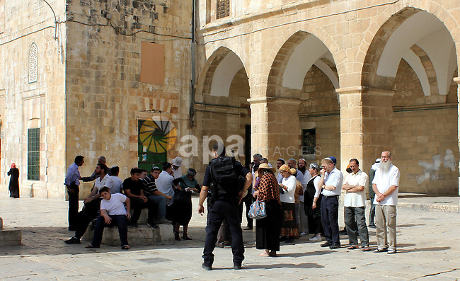 Group of Israeli settlers enter the courtyards of Al-Aqsa Mosque, in Jerusalem's old city on May 28, 2012. Photo by Mahfouz Abu Turk