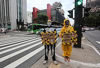 SAO PAULO, SP, 10 DE MARCO 2013 - 2 ANOS TRAGEDIA DE FUKUSHIMA -Manifestacao contra usinas nuclear, na data que completa dois anos da tragedia da Usina de Fukushima no Japao que foi abalada por um terremoto seguido de tsunami , ato realizado na tarde desta segunda-feira, 11 na avenida Paulista regiao central cidade de Sao Paulo. FOTO: VANESSA CARVALHO - BRAZIL PHOTO PRESS.