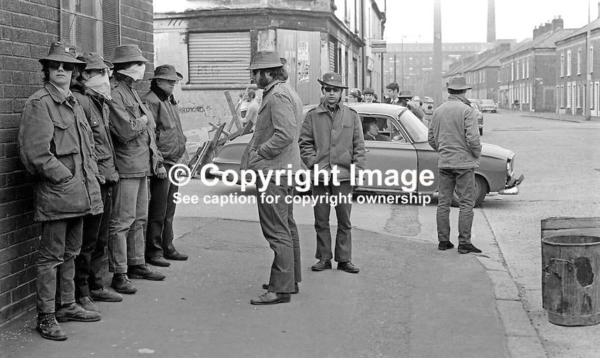 Masked members of the loyalist para-military Ulster Defence Association on duty in the predominently Protestant Woodvale district of Belfast, N Ireland, UK, on 14th May 1972. 197205140563c<br /> <br /> Copyright Image from Victor Patterson, 54 Dorchester Park, Belfast, UK, BT9 6RJ<br /> <br /> Tel: +44 28 9066 1296<br /> Mob: +44 7802 353836<br /> Voicemail +44 20 8816 7153<br /> Skype: victorpattersonbelfast<br /> Email: victor@victorpatterson.com<br /> Email: victorpatterson@me.com (back-up)<br /> <br /> IMPORTANT: If you wish to use this image or any other of my images please go to www.victorpatterson.com and click on the Terms &amp; Conditions. Then contact me by email or phone with the reference number(s) of the image(s) concerned.