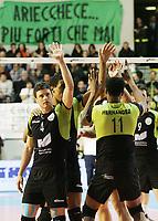 esultanza di Manuel Coscione, Osvaldo Hernandez  (Roma)<br /> <br /> M.Roma Volley vs Cimone Modena 3-2<br /> <br /> Campionato di Pallavolo serie A 2007/2008.<br /> <br /> PalaTiziano, Roma, 17 Febraio 2008.<br /> <br /> Photo Antonietta Baldassarre Insidefoto