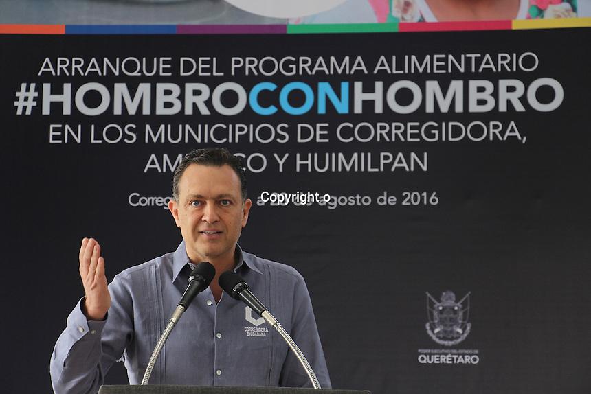 Corregidora, Qro. 23 de agosto de 2016.- El gobernador del Estado Francisco Dominguez Servi&eacute;n puso en marcha el programa Hombro con Hombro, en el cual se entregar&aacute;n en el municipio de Amealco de Bonfil 4 mil 600 apoyos, en Corregidora mil 500 apoyos y en Huimilpan mil 300 apoyos; siendo un total de 7 mil 400 apoyos para la regi&oacute;n. <br /> <br /> En su mensaje, Dom&iacute;ngez Sevien expres&oacute; que se entregar&aacute;n en la entidad un total de 183 mil apoyos por parte del programa &ldquo;Juntos por Tu Alimentaci&oacute;n&rdquo; y 8 mil 600 apoyos pertenecientes al programa &ldquo;1, 2, 3 por tu Alimentaci&oacute;n&rdquo;; contemplando a todos los queretanos con carencia alimentaria; as&iacute; como a mujeres embarazadas, personas de la tercera edad y ni&ntilde;os reci&eacute;n nacidos.