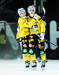 Uppsala 2014-10-30 Bandy Elitserien IK Sirius - Broberg S&ouml;derhamn :  <br /> Broberg S&ouml;derhamns Rolf Larsson firar sitt 2-4 m&aring;l med Vadim Arhipkin <br /> (Foto: Kenta J&ouml;nsson) Nyckelord:  Bandy Elitserien Uppsala Studenternas IP IK Sirius IKS Broberg S&ouml;derhamn jubel gl&auml;dje lycka glad happy