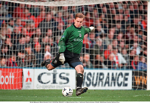 Nicky Weaver (Manchester City), CRYSTAL PALACE 1 v Manchester City 1, Selhurst Park 000304. Photo: Matthew Clarke/Action Plus...2000.Soccer.Football.Goalkeeper goalkeepers.league.english club clubs.association